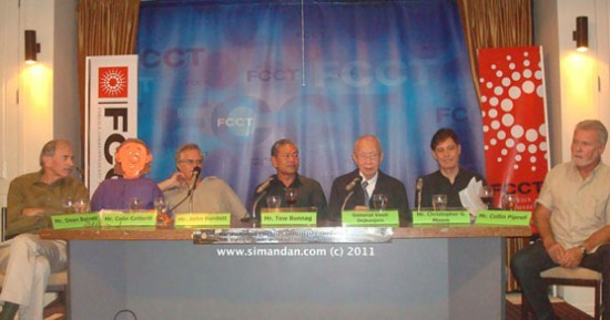 John Burdett, General Vasit Dejkunjorn, Tew Bunnag, Christopher G. Moore, Collin Piprell and Dean Barrett. Colin Cotterill sent along a 'clone' who was exposed early on in the proceedings.(www.bangkoknoir.info)