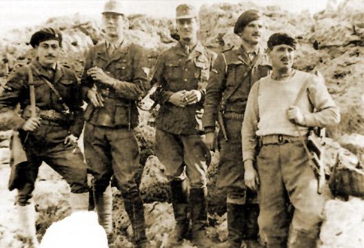 Kreipes Entführer: Jorgis Tirakis, Stanley Moss und Fermor in Uniformen der deutschen Militärpolizei, Manolis Paterakis und Leonidas Papaleonidas