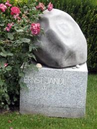 Zentralfriedhof, E.J., Quelle: Wikipedia