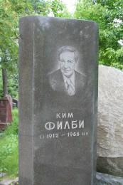 Grabstein Philbys mit seinem Porträt auf dem Kunzewoer Friedhof in Moskau (Quelle: wikipedia, © A.Savin)