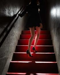 David_Drebin_Girl_on_the_Red_Steps_351