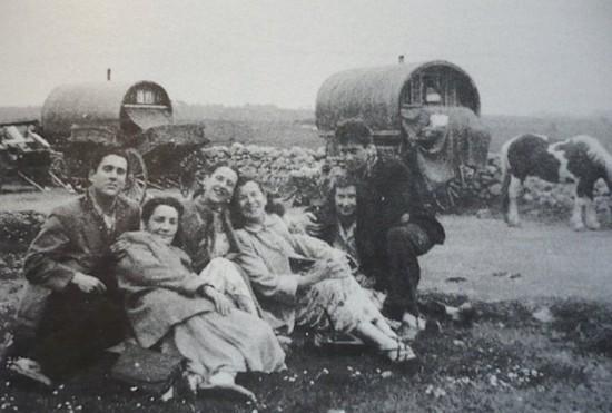 Pinter mit jungen Wanderschauspielern in Irland
