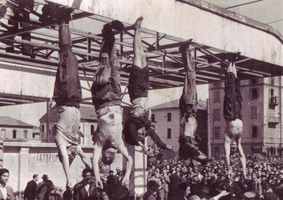 Mussolini_Petacci_Piazzale_Loreto_1945