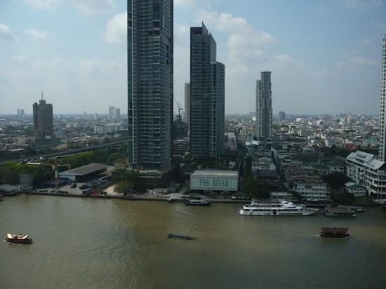 Blick vom Shangri la Hotel auf den Chao Phrya