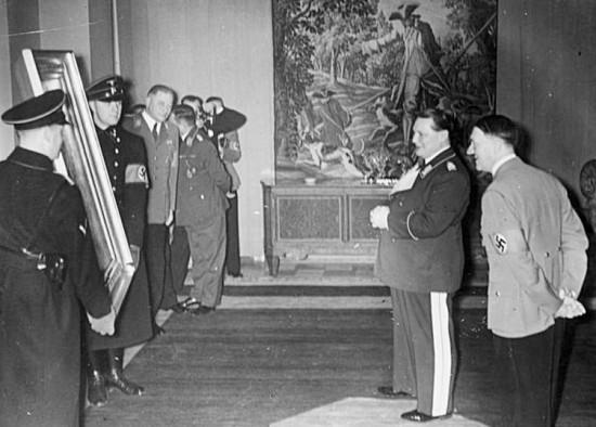 Hitler schenkt Göring zum Geburtstag ein Gemälde, 1938