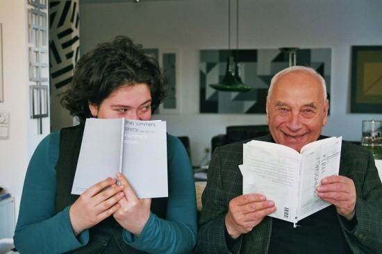 Nora und Eugen Gomringer, Vater der konkreten Poesie (© Malte Göbel)