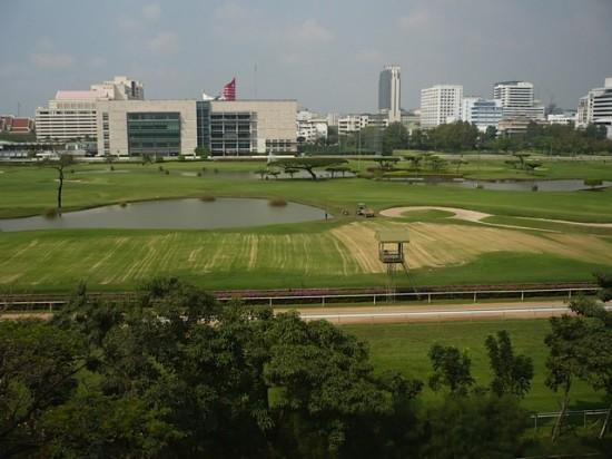 Pferde-Rennbahn, Ausgangspunkt für Missing in Rangoon Pm