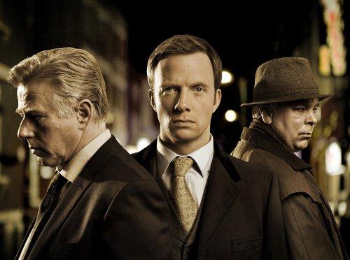 Detective Sergeant Miles (Phil Davis), Detective Inspector Chandler (Rupert Penry-Jones) und Buchan (Steve Pemberton)