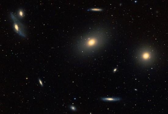 Im Zentrum des Virgo-Haufens: zehn Galaxien, mindestens. Quelle: Digital Sky Survey