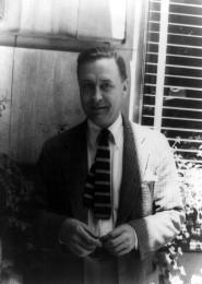 Francis_Scott_Fitzgerald_1937_June_4_(1)_(photo_by_Carl_van_Vechten)