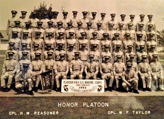 USMC boot camp graduation, October 1954. Joseph Wambaugh, age 17, is 3rd row down, 5th from the right. Quelle: Facebook