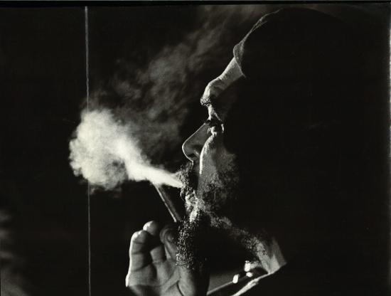 Bilder-Revolution_Salas_Che-fumano