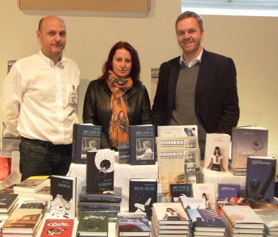 Jürgen Schütz mit den Autoren Isabella Feimer und Jürgen Bauer