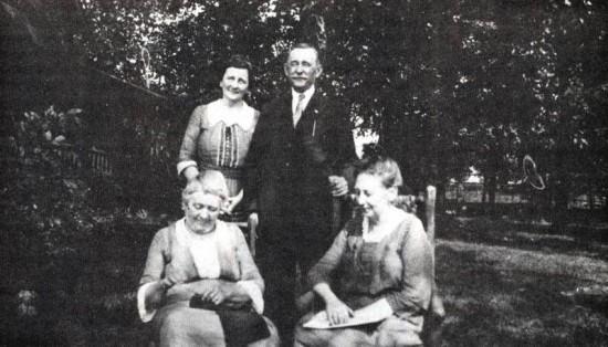 emma-vonnegut-nannie-vonnegut-julia-mueller-gustav-schnull-aug-29-1921-bernard-vonnegut-cottage-on-hilarity-hill