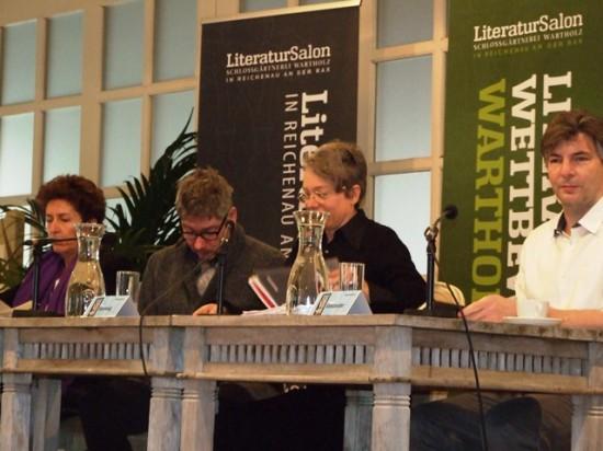 Jury (v.l.n.r.) Ruth Beckermann, Klaus Nüchtern, Ina Hartwig, Stefan Gmünder und Wasserkaraffen