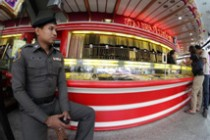 Off-Duty Police officer working as gold shop security guard