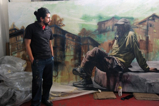 The artist Alfredo Gutierrez with his portrait of an American homeless man in Tijuana, Baja California, Mexico (© Stefan Falke)