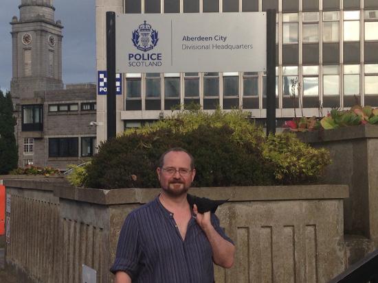 Das HQ der Polizei von Aberdeen. Auch wenn MacBride in seinen Romanen nicht zimperlich mit den Coppers umgeht, braucht er sich nicht zu verstecken