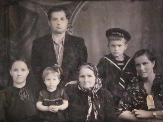 Abb 1 Iwan_Tkatsch_mit_Familie_1955