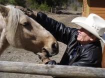 Jim with Love That Santa Fe (Fotoquelle: http://jamesleeburke.com