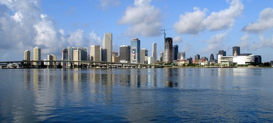 640px-Miami-skyline-for-wikipedia-07-11-2007-by-tom-schaefer-miamitom
