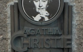 https://commons.wikimedia.org/wiki/File:Agatha_Christie_plaque_-Torre_Abbey.jpg#/media/File:Agatha_Christie_plaque_-Torre_Abbey.jpg