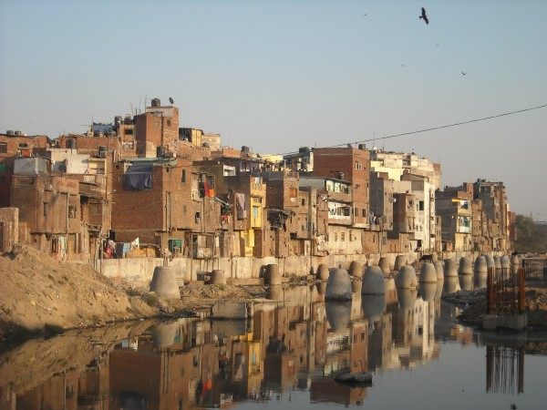 Delhi_India_Slum_January_2011