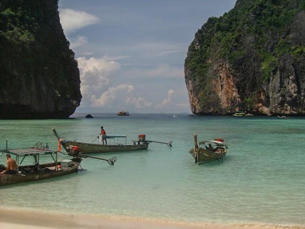 """The Beach""-Drehort Maya Beach, Thailand (© Chmouel Boudjnah, Wikimedia Commons)"