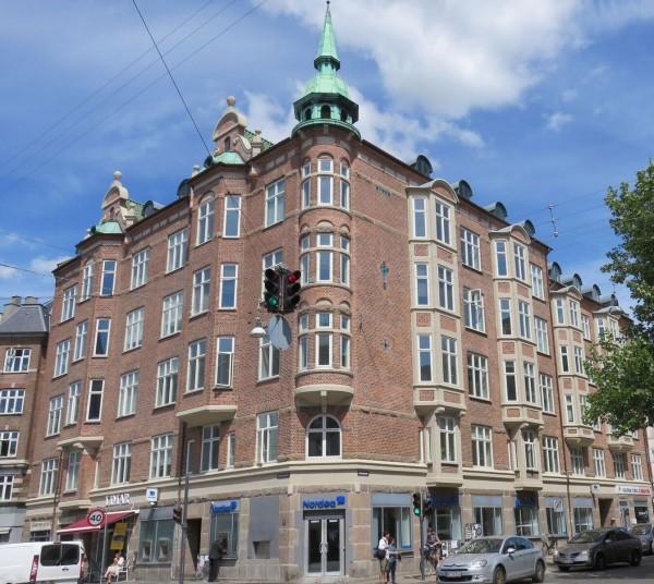 Axel Steens Wohnung: dritter Stock rechts neben dem lateinischen Kreuz aus Glasbausteinen (c)TGohlis