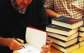 Billingham signiert, Müntefering sinniert (c) Atrium Verlag
