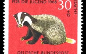 Briefmarke Laub und Erde