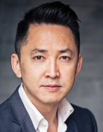 Viet Thanh Nguyen 28BOOKNGUYEN-blog427-313x400