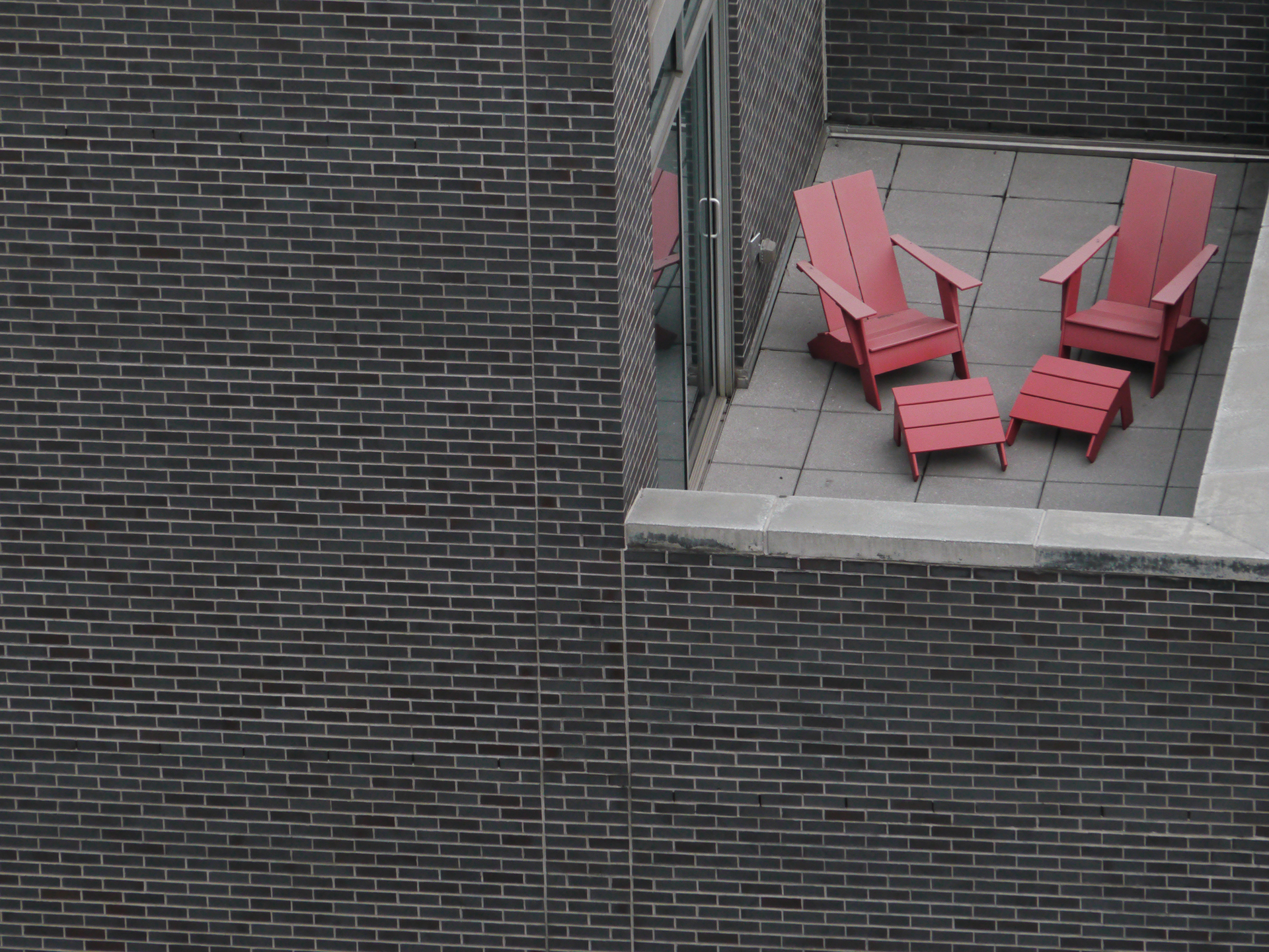 35_pink_chairs_eauer