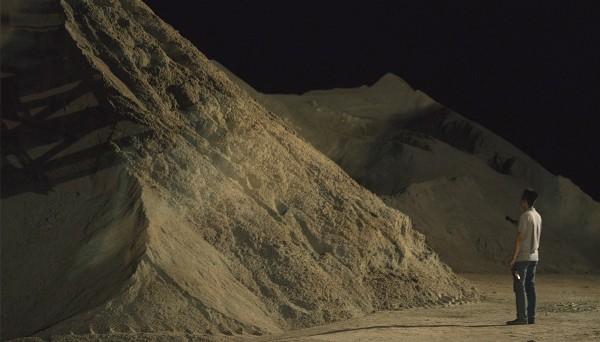 Wang vor den Sandbergen des 'reclaimed land'