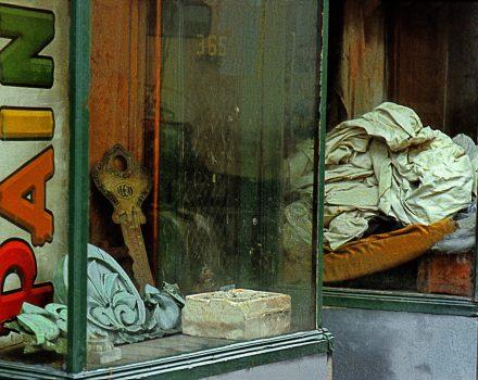 1983, NY USA, midtown paint shop - copie