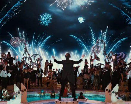 Leonardo DiCaprio in The Great Gatsby (2013) MV5BMmFjY2FiOTAtNDljNy00YjRkLThkMWEtZjNmNDk1ZDNkYWM4XkEyXkFqcGdeQXVyMjk3NTUyOTc@._V1_