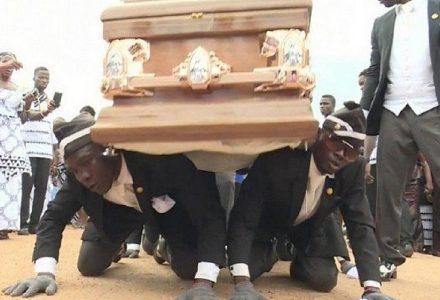 coffin a-danca-do-caixao-virou-meme-e-tem-garantido-diversao-as-pessoas-em-quarentena-224802